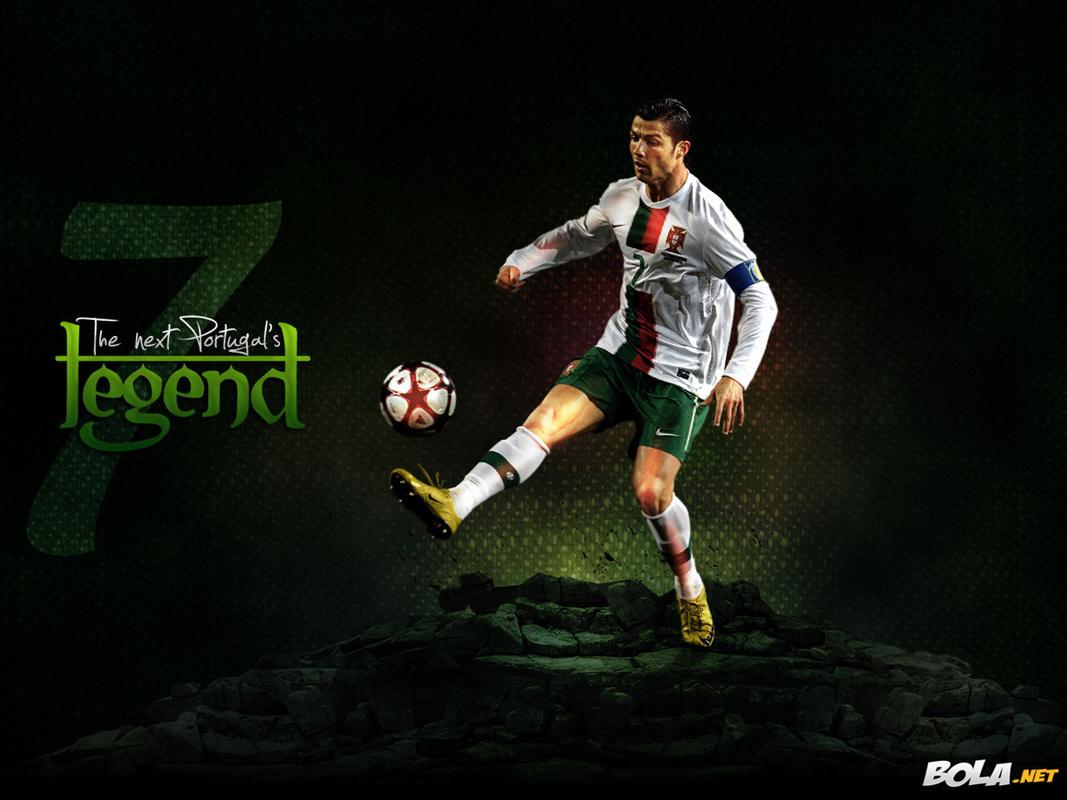 http://1.bp.blogspot.com/-4HPHuM6EcDs/TXL2NIkUJkI/AAAAAAAAAYA/7zu2hv0LUZM/s1600/0009-1024x768_Cristiano_Ronaldo144.jpg