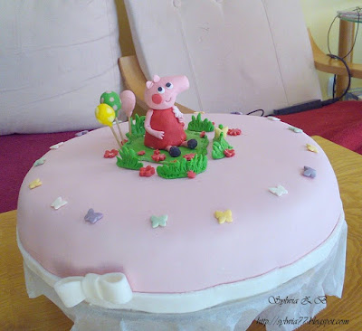 tort z masy cukrowej świnka Peppa