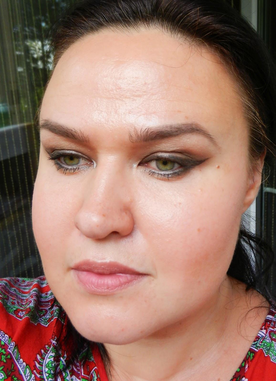 Dior instant eye makeup
