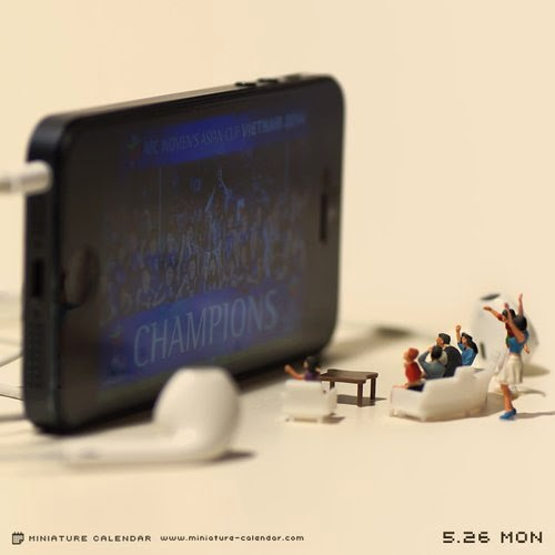 09-On-the-big-Screen-Tatsuya-Tanaka-Miniature-Calendar-Worlds-www-designstack-co