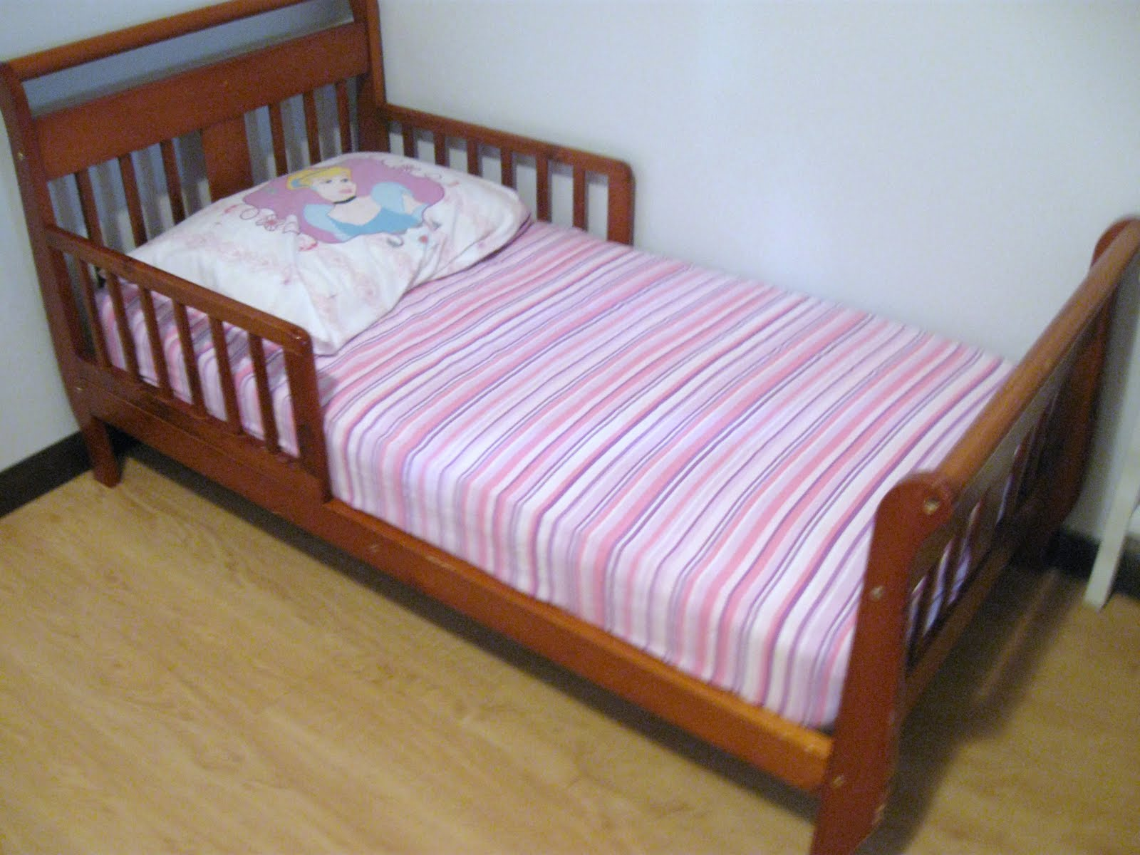 Tutorial: One Double (Full) Fitted Bed Sheet To Two Toddler Fitted Sheets