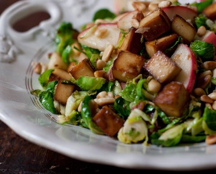 Couve-de-Bruxelas com Tofu e Maçã (vegana)