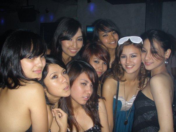 Foto Cewek Seksi Wanita Malaysia Sedang Dugem