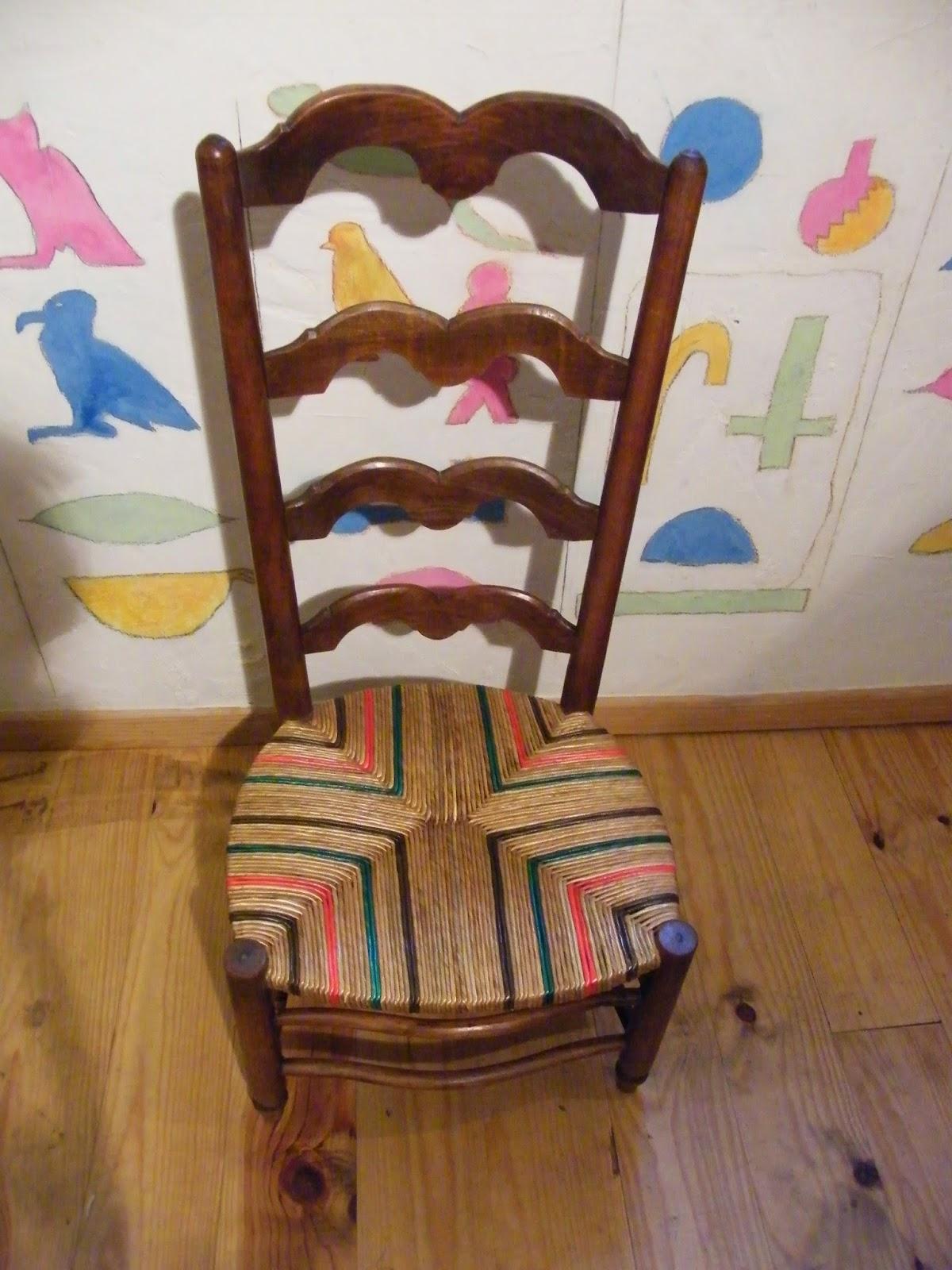 Nous Avons Donc Rempaille Cette Chaise De Nourrice En Seigle Avec Des Cordons Rouges Et