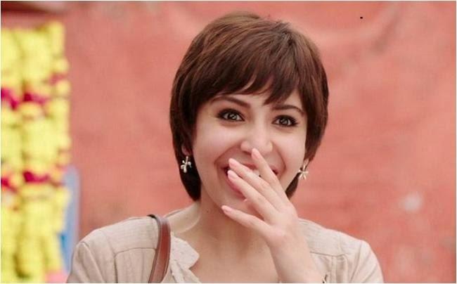 PK movie heroine Abushka Sharma in boy cut hairstyle, smiling on Aamir Khan
