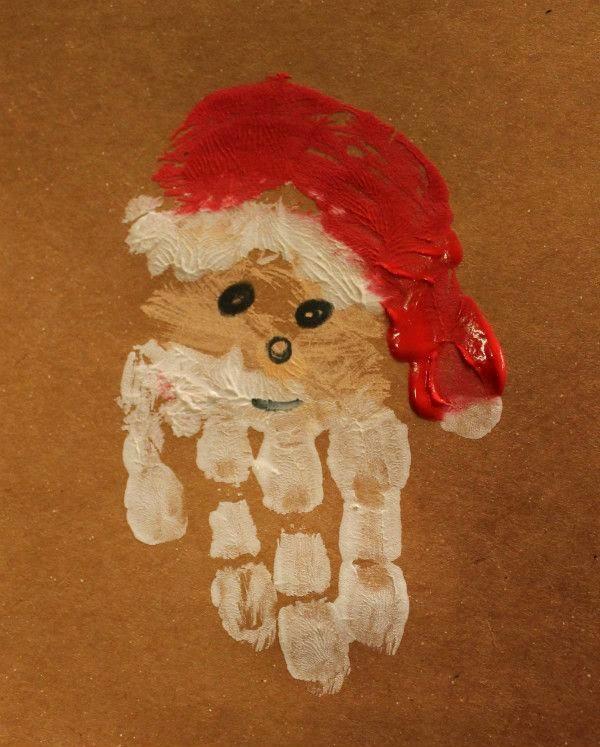 Papai Noel com pintura de mãos