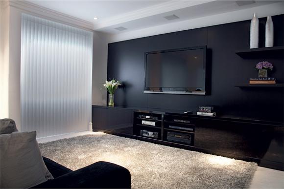 Sala De Tv Parede Preta ~ Aqui foi usado um painel de madeira preta Ebony, toda trabalhada para