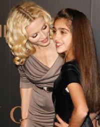 Tausug Bayan Anak Madonna Muncul Dengan Gaya Rambut Punk - Gaya rambut pendek preity zinta