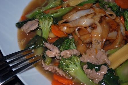 Thai taste recipes: Gravy Noodle (rad na)