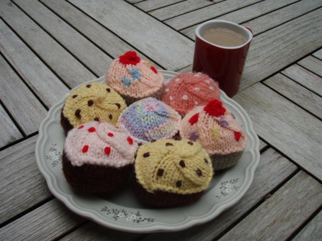 Free Cupcake Knitting Pattern : Stanas Critters Etc.: Knitting pattern for Cupcakes