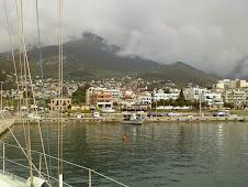 Le mont Psikro dans les nuages