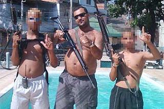Traficantes armados - http://www.mais24hrs.blogspot.com