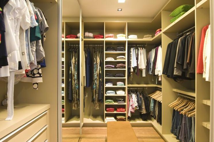 Formas de organizar un cl set o armario decoraci n del for Closet para cuartos matrimoniales