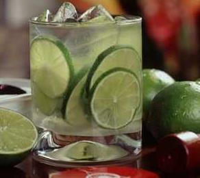 50 Manfaat dan Khasiat Infused Water Lemon untuk Kesehatan, Kecantikan Serta Efek Samping