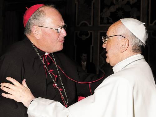 O arcebispo de Nova York, Timothy Dolan, cumprimenta o Papa: um continente só (Foto: OSSERVATORE ROMANO / Reuters/OSSERVATORE ROMANO)