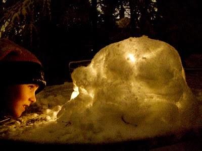 Make a Snow Lantern