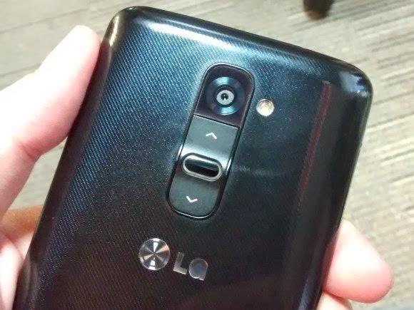 Botões de volume e força do smartphone LG G2 - 580x435