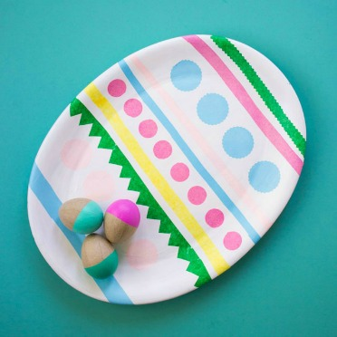Turn any oval tray into an Easter egg!