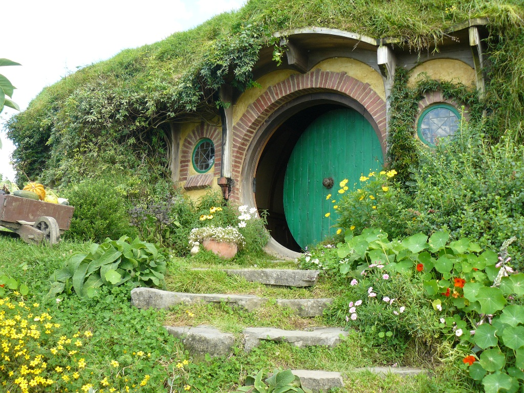 Bibliophilia falling for the hobbiton aesthetic for Hobbit house images