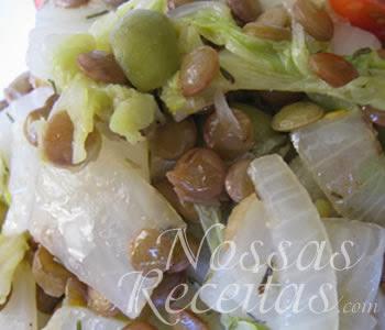 receita deliciosa de salada de lentilhas e acelga, aproveite