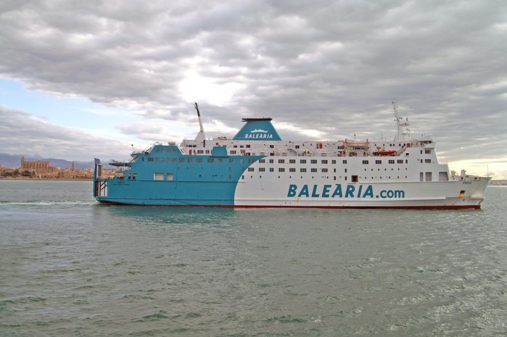 ferry entre barcelona mallorca: