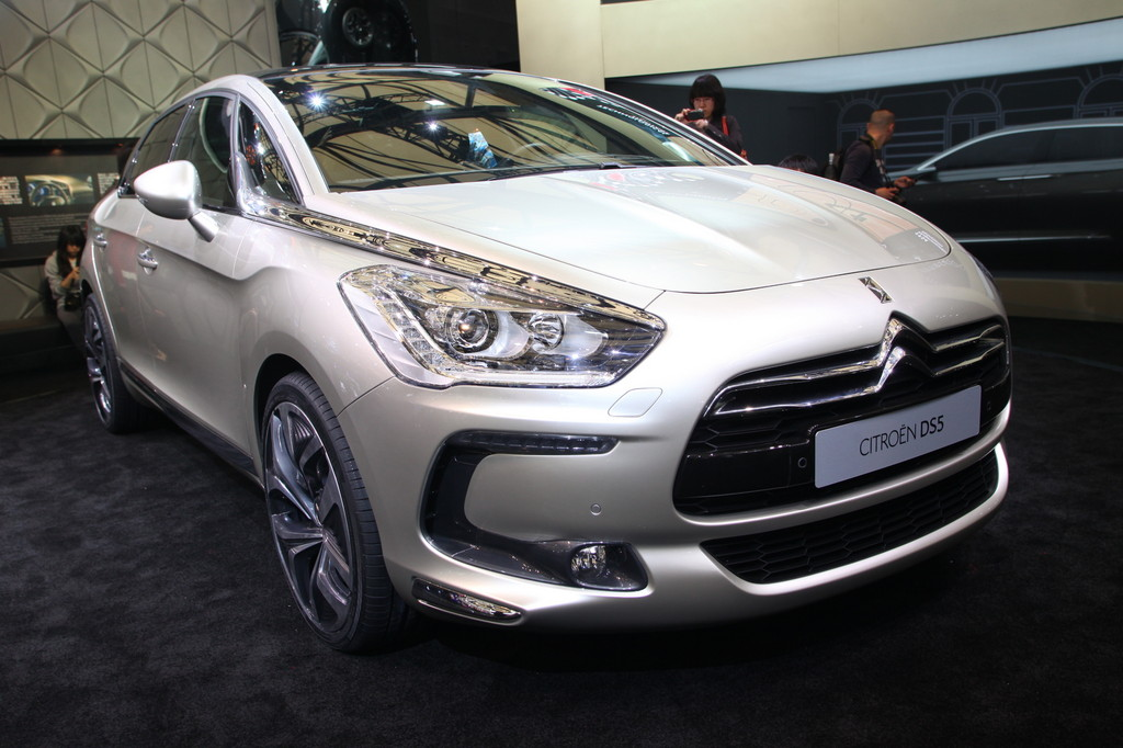 Shanghai 2011 citro n ds line extended to ds5 garage car for Garage ds auto ouistreham