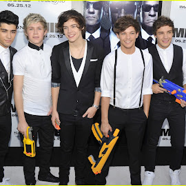download gambar personil one direction keren