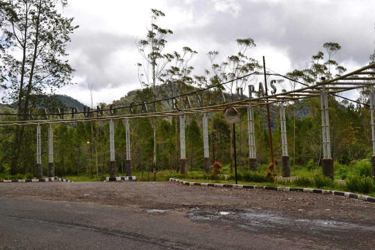Gerbang Kampung Cai Rancaupas Ciwidey