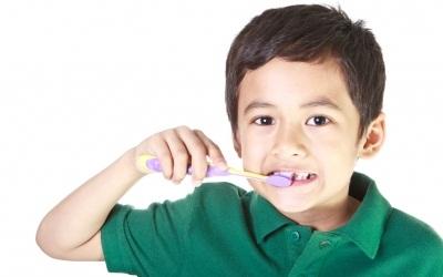 cara merawat kesehatan gigi anak