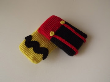 funda móvil Charlie Brown y Mickey