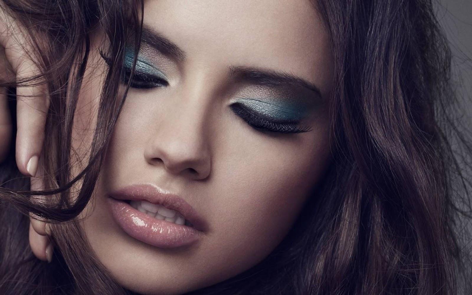 http://1.bp.blogspot.com/-4M0QfZi6goQ/UNxYqNZ9n2I/AAAAAAAAL4E/sqHjwyBH6dk/s1600/Adriana-Lima-Eyes-Closed-1200.jpg