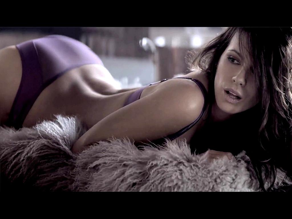 http://1.bp.blogspot.com/-4M5x3Ic0W_M/UEYjNnBeskI/AAAAAAAAOxw/h5_BQGIfZlo/s1600/Kate-Beckinsale-Sexy-2012-09.jpg
