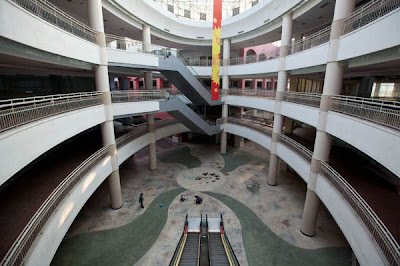 Mal Terbesar di Dunia, Tapi Kosong Tak Berpenghuni, Mall hantu tidak laku-laku, http://dammar-asihan.blogspot.com/   D-A. Blog