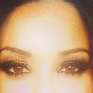 La de los ojos marrones