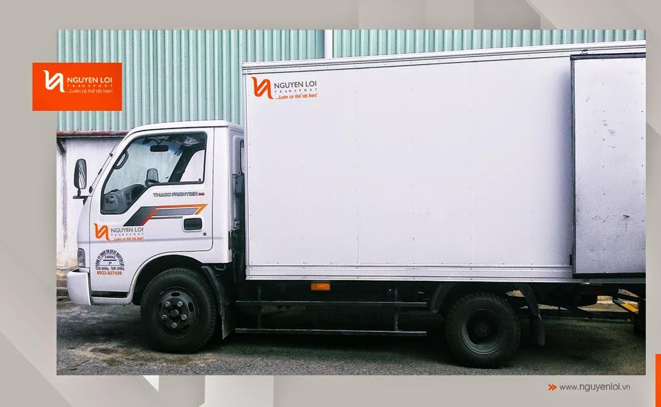 Xe tải vận chuyển nhà
