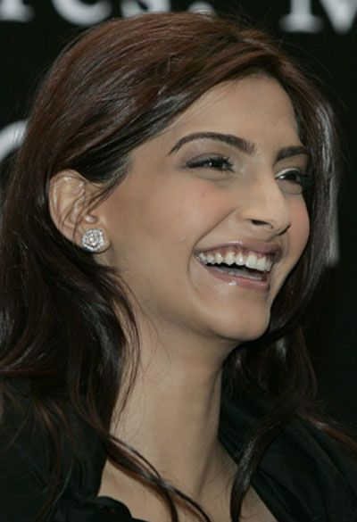 Sonam Kapoor Players Wallpaper Sonam Kapoor Beautiful Wallpaper