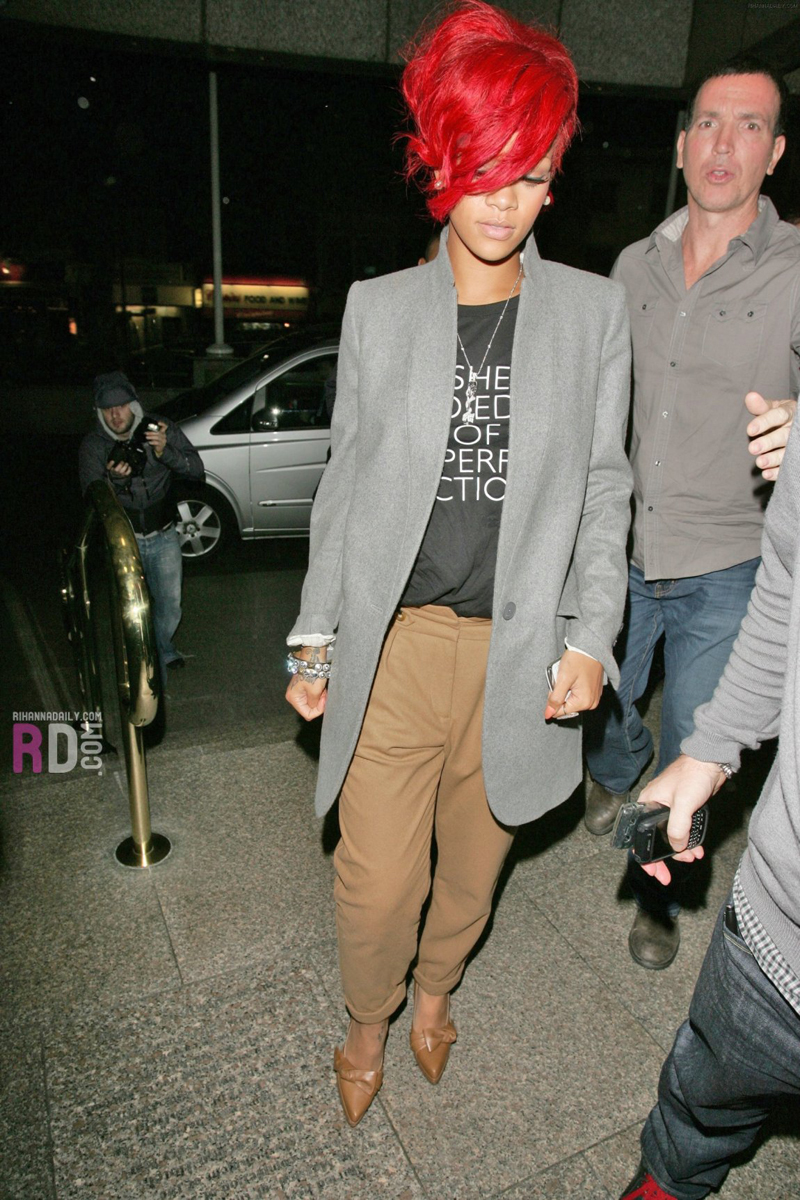 Rihanna : Street Style Goddess