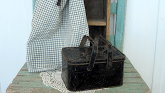 1800's Amish - Childrens Metal Lunch Box