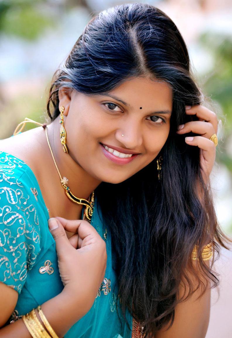 Preethi Latest Telugu Actress Saree Pics  Beautiful Indian