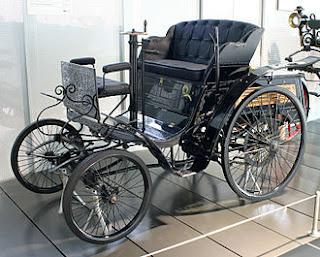 """Benz """"Velo"""" mô hình xe được ra mắt đầu tiên vào năm 1894 bởi nhà phát minh người Đức Karl Benz và đây là dòng xe đầu tiên được gắn máy trên thế giới.!"""