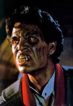 ¿Que harias si tu vecino sabe que descubriste que el es un vampiro?
