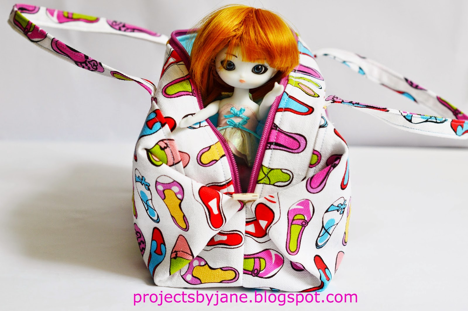 https://www.etsy.com/listing/204278646/janes-little-boxy-bag-pdf-easy-sewing?ref=shop_home_feat_4