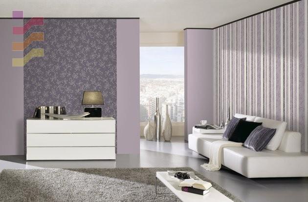 salon z tapetą w kwiaty aranżacja