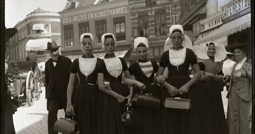 Typical Dresses for Women of the Netherlands 100 Years Ago ...