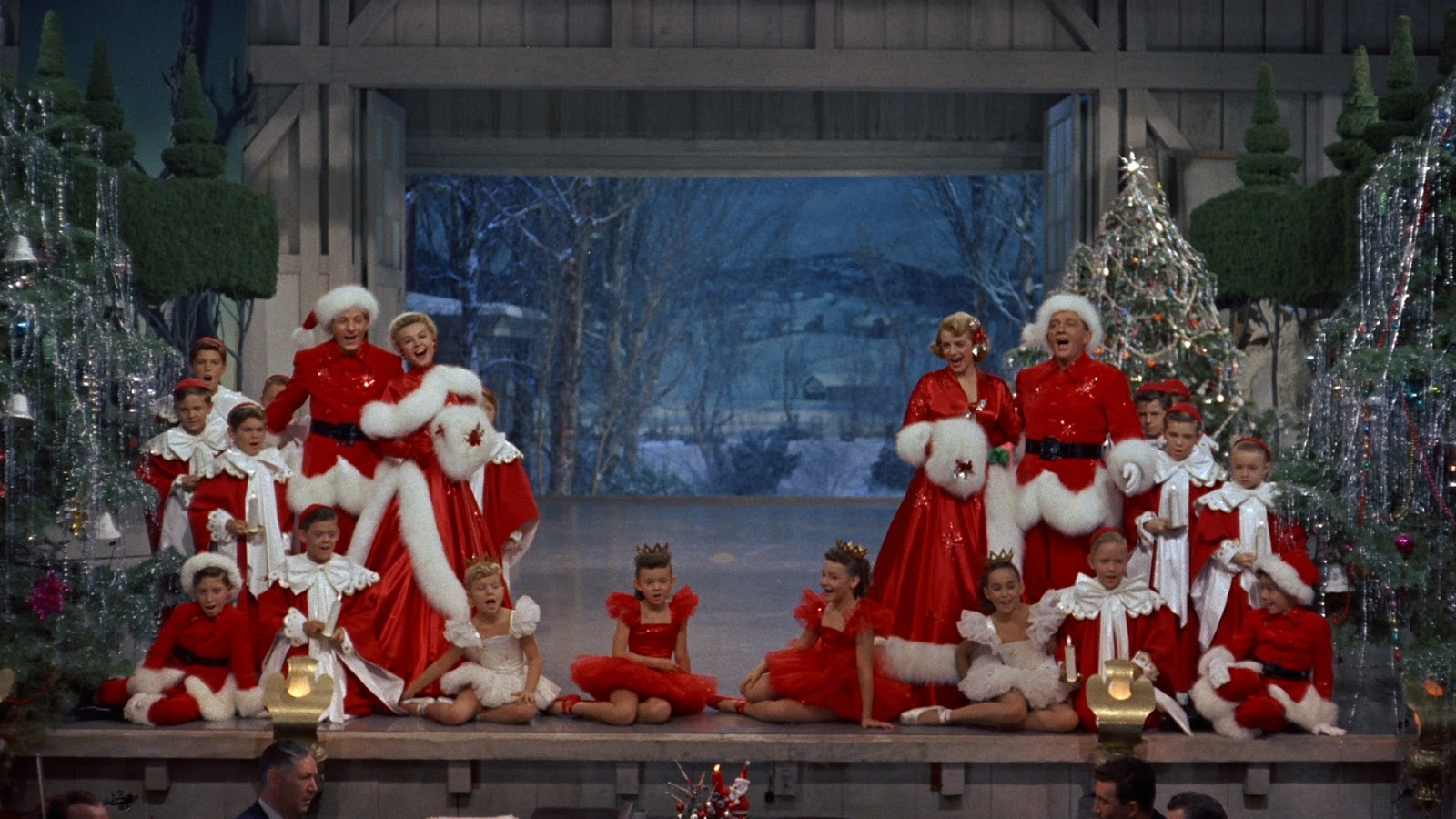 not so into this movie not so into it but i do love the full on christmas1950s styles they are sporting lets get a look shall we - White Christmas Movie Cast