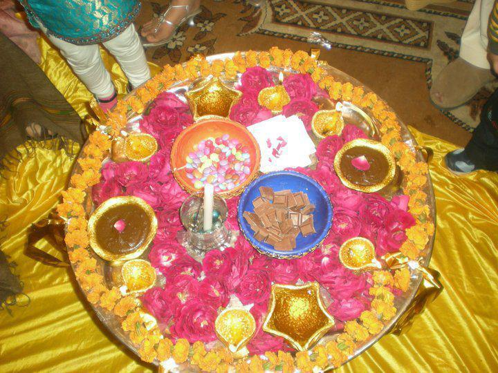 Mehndi placed in the decorated bowls & Shades of Pakistan: Mehndi (Henna)