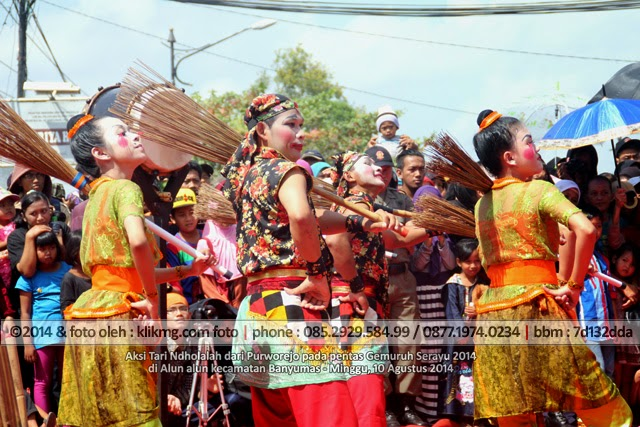 Aksi Tari Ndholalah dari Purworejo pada pentas Gemuruh Serayu 2014 di Alun alun kecamatan Banyumas - Minggu, 10 Agustus 2014, Foto oleh Klikmg Fotografer Purworejo