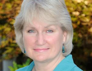 <b>Christine Lindsay<b> <br><i>Canada<i></i></i></b></b>