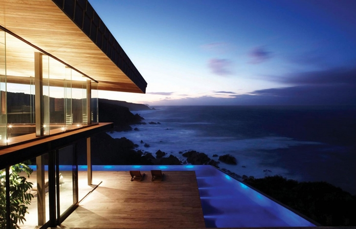 Terrace and swimming pool in Cove 3, modern dream home by SAOTA
