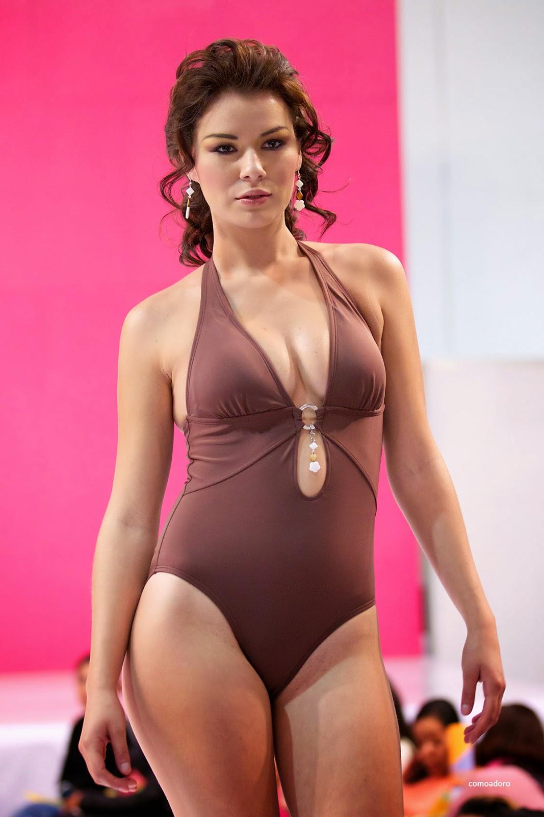 Fotos de chicas mujeres en microbikinis modelos nalgonas for Modelos de baneras para bano